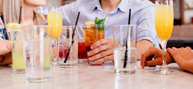 Forskellige drinks og cocktails